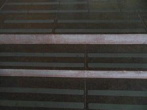 Фото: Лента на ступени