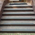 Фото: Противоскользящие накладки на ступеньки