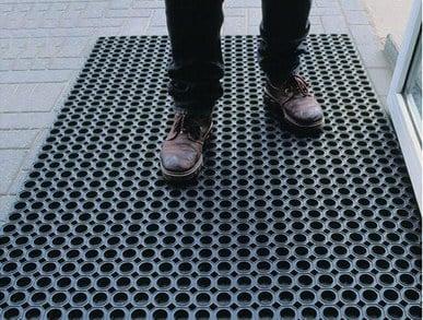 Фото: Резиновые коврики от грязи